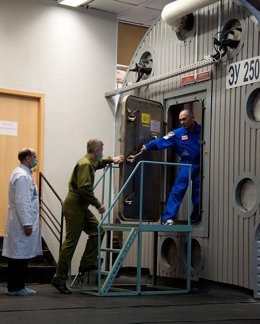 Начало эксперимента по 105-суточной изоляции