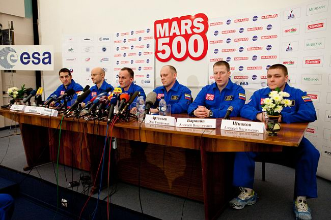 Пресс-конференция 31 марта 2009 года, посвященная старту 105-суточной изоляции