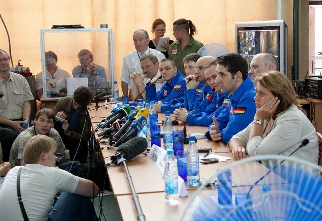 Пресс-конференция  14 июля 2009 года, посвященная окончанию 105-суточной изоляции