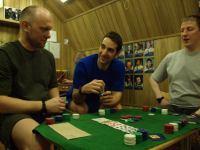 Первый месяц 105-суточной изоляции. Кто сказал, что азартные игры на борту – это плохо? За игровым столом Олег Артемьев, Оливер Книккель и Алесей Баранов.