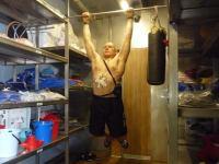 Второй месяц 105-суточной изоляции. Олег Артемьев занимается спортом.