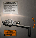 Таблички на МКС. Инструкции по открытию и закрытию межмодульных люков