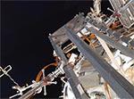Небольшое видео из выходного люка МКС