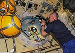 Работа на МКС. Осмотр и фотографирование стекол иллюминаторов