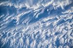 Облака над голубым океаном