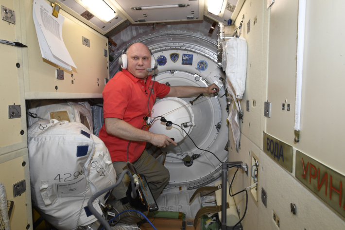 Coverage of the Soyuz Hatch Closure
