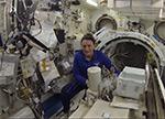 Установка научной аппаратуры в шлюзовой отсек японского модуля
