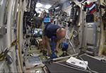 Как взвесить космонавта?
