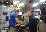 Процесс передачи смены новому экипажу в российском сегменте МКС